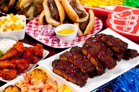 tailgate-food-wings-ribs-shrimp-gluten-free_ttvw2p